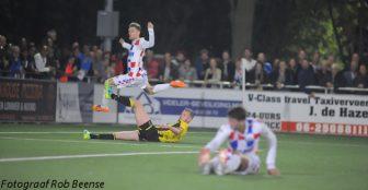 Foto Rob Beense: Dennis Kaars is Maikel van der Werff te snel af