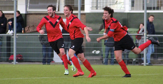 Foto Tom Poederbach   Pepijn Veerman heeft AFC net op 2-0 gezet