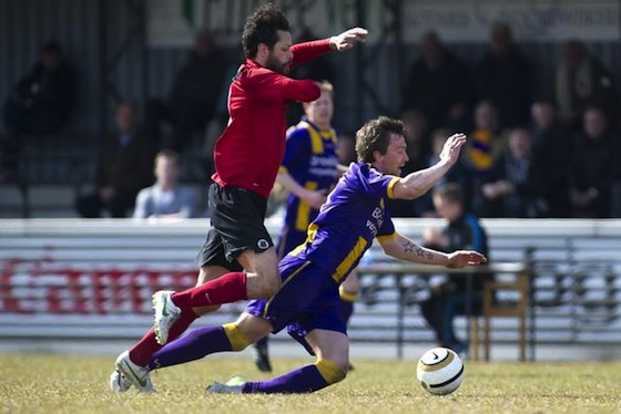 Foto website AFC: Duncan van Moll moest naar twee keer geel van het veld