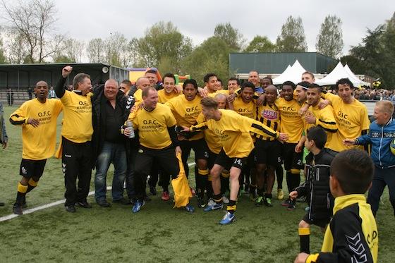 Foto Wim Poelstra: OFC verslaat De Kennemers met 5-0 en promoveert naar de eersteklasser