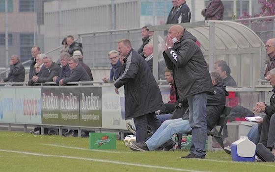 """Foto Tom Poederbach"""" Wessel Colijn (l) en Charles Loots proberen hun team de juiste weg te wijzen"""