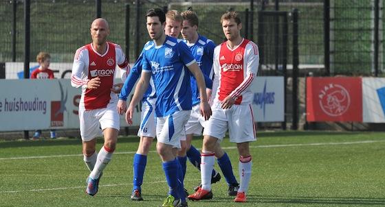 Foto Rob van Vliet: Dennis Kaars (rechts) miste in de eerste helft vier opgelegde kansen