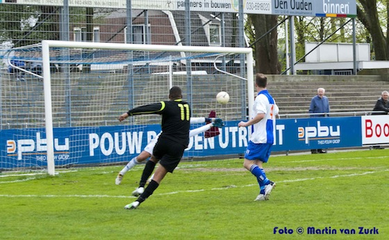 Thierry van der Kooye schiet de bevrijdende 1-3 binnen