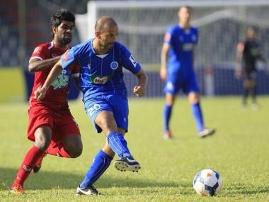 Jamal Dibi in het shirt van New Radiant, de kampioen van de Malediven. Foto: RTV Noord-Holland.