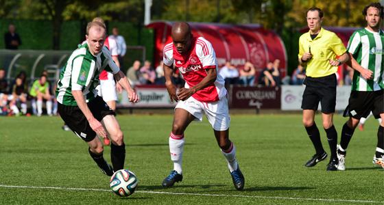 De laatste overwinning van Ajax was tegen Genemuiden (1-0). Kenneth Misa-Danso maakte toen het enige doelput. Foto: Rob van Vliet