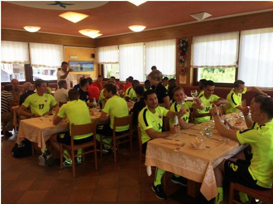 AFC trainingskamp Italie lunch