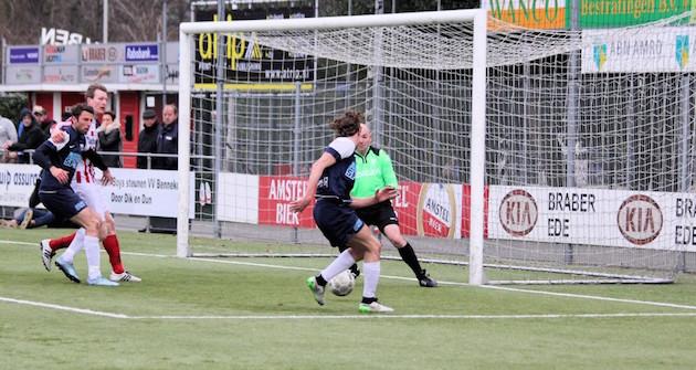 Maarten de Lange kan de 1-3 binnen schuiven.