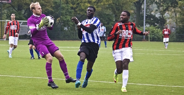 Foto Mario Wormhoudt. Dave Moen van Diemen in actie tegen Fortius.