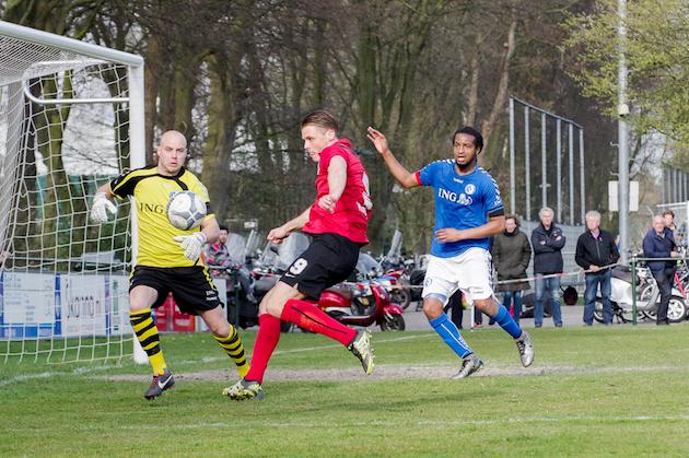 Foto Jan Vonk: Invaller Pieter Koopman zet de aanval op voor de 2-1