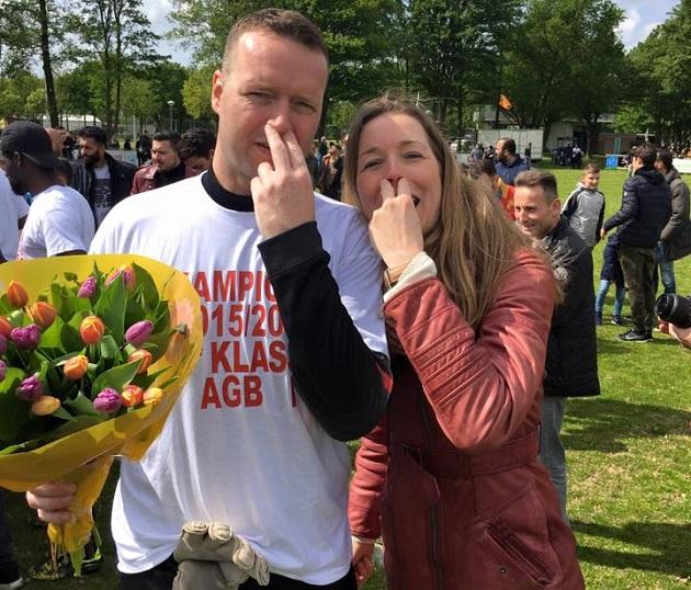Nick Ruijmgaart vingers in de neus AGB kampioen