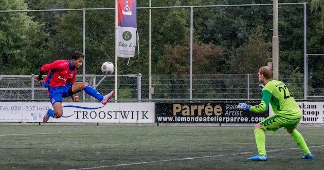 Foto Martin van Zurk: Ian refuus zet JOS op 1-0