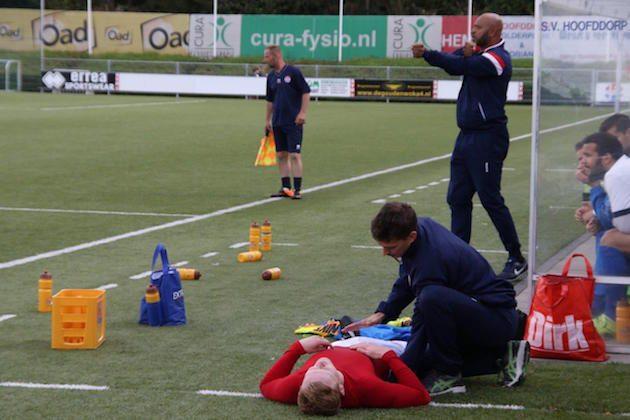 Foto Minke Wiggerink | Trainer Jimmy Simons zag aanvoerder Ivar Lammers al snel uitvallen
