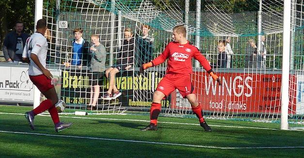 Foto Thijs De Graaf | Tadic zet VVA/Spartaan op een 2-0 voorsprong
