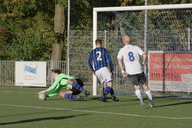 OSV-doelman Maarten Daniëls in actie tegen WV-HEDW. Foto: Jan Vonk.