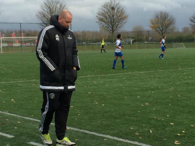 Sporting Almere-trainer Mark Steur tijdens derby van afgelopen weekend.